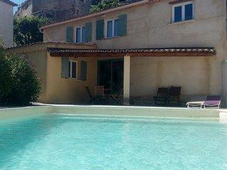 Maison de village avec piscine  usage exclusif des locataires