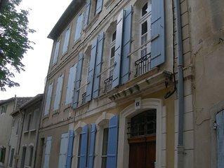 grand appartement au centre ancien de st remy de provence