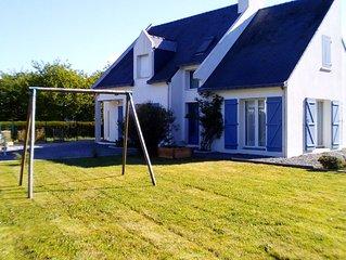 Maison moderne avec jardin pour  8 a 15 pers a 400m du bord de mer