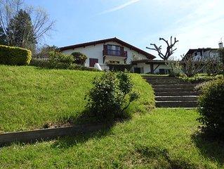 Jolie villa en plein centre de Sare, spacieuse , lumineuse,confortable
