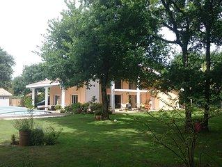 Magnifique villa au calme avec piscine sur grand terrain arbore