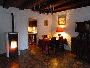 Chaleureuse maison de vacances pour 3 a 5 personnes situee au calme.