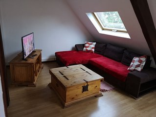 Appart T2 sous combles chaleureux, lumineux, calme, wifi et garage