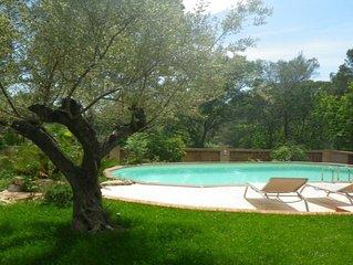 Appartement à l'étage d'une villa avec piscine chauffée
