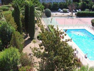 Appartement avec terrasse dans résidence avec tennis et piscine