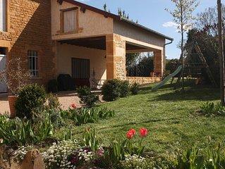 Maison de famille beaujolaise en pierres dorées