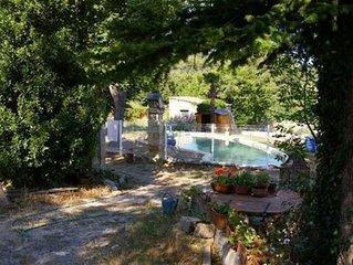 Gîte calme avec térrasse,jardin,piscine à ST-VICTOR LA COSTE(GARD)