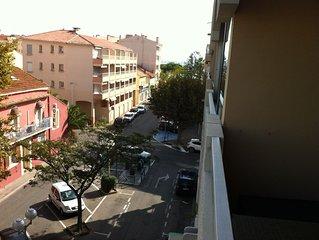 Appartement T2 avec parking prive et climatisation a qq metres de la mer