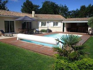 Maison au calme piscine chauffée sécurisée à 10 minutes de la plage avec jardin
