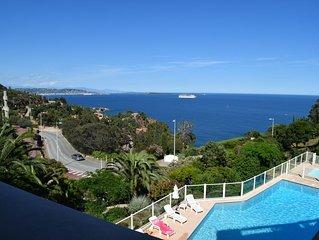 Vue superbe sur la Baie de Cannes et les Iles de Leyrins