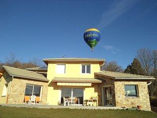 Villa lumineuse et spacieuse. Piscine abri espaces de jeux. Vue degagee sur Gap