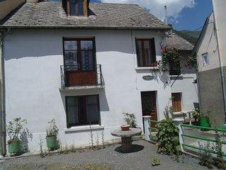T3 lumineux et spacieux dans maison de village au coeur des Pyrenees