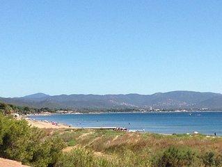 Beau T2, les pieds dans l'eau, avec une vue imprenable sur la baie de Hyeres