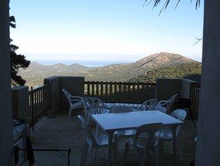 vue panoramique mer montangne terrasse jardin dans maison de caractere