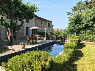 Villa familiale de caractère rénovée par architecte proche mer piscine privée