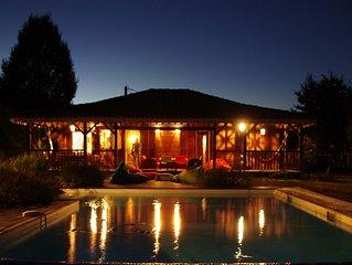Léon, maison en bois exotique sur grand terrain, piscine