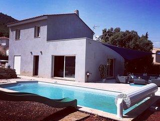 Maison contemporaine , grande piscine au calme , familial