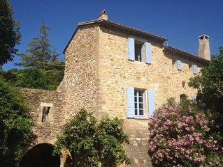 Maison avec piscine et vue, dans village près d'Uzès ( Provence gardoise )