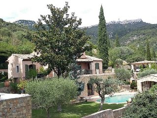Rez de villa ,  piscine ;pool House, jardin arboré, proche plages - 3 couchages