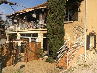 Appart 1èr étage d une villa 150m 7 pers  ,    4 chambres Piscine parc 180€