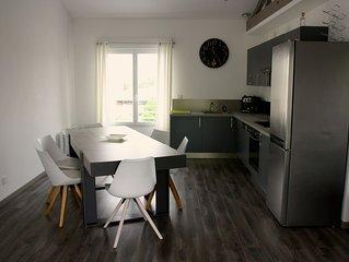 Appartement T5 lumineux de 100 m2 (3 chambres) avec balcon et parking