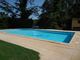 Gite  Provençal  en pierres   proche d'Uzes, piscine
