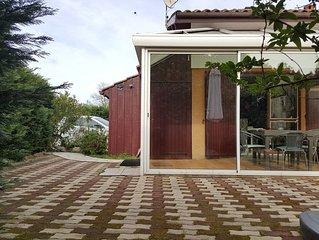 Pavillon climatise avec veranda 4 personnes  100 m du lac.