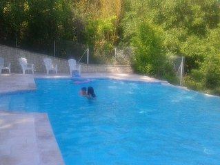 Gîte 9 pers avec terrasses privatives et piscine à partager