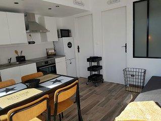 Maison de 25 M2 env.  renovee avec grande terrasse de 20 M2 env.