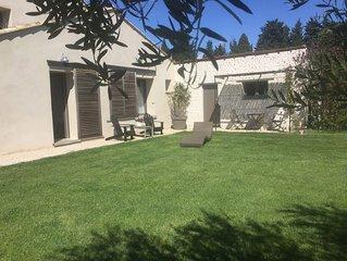 Petite Maison de charme avec jardin au sein d'une propriete provencale