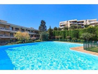 2 pieces climatise, grande terrasse vue mer et verdure, piscine