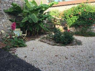 grand jardin privé, endroit pittoresque du village, bar, banque, boulangerie
