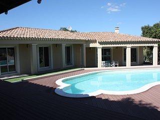 Villa familiale avec piscine, au calme, pour 8 personnes