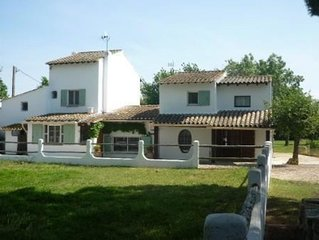 Appartement séparé dans joli mas, terrasse, vue  étang et campagne et au calme!