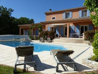 Très belle villa avec piscine et son T1 attenant, dans le massif d'Uchaux