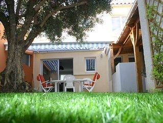 MAISON DE VACANCES (80m²) avec terrasse et jardin.