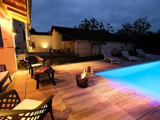 Superbe bâtisse rénovée avec piscine chauffée, classée 4*