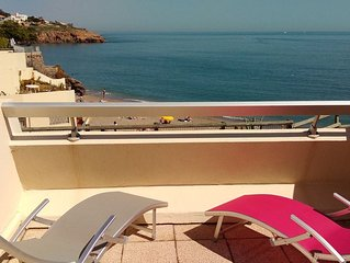 Studio calme face à la mer, grande terrasse juste au dessus de la plage