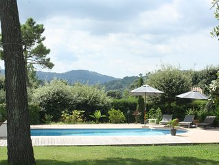 Très jolie  villa  pleine de charme au calme , 3 /4 chambres, jardin , piscine .