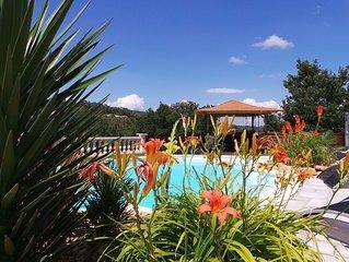 Appartement cozy acces piscine avec plage, vue degagee sur vallee, au calme