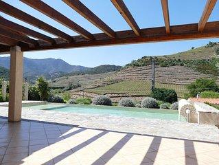 Villa avec vue panoramique sur les montagnes et les vignes proche de la plage