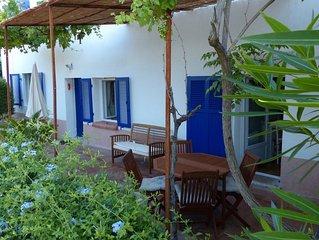 Proche Toulon - T2. Rez de villa. 40 m2 + 20 m2 terrasse.  2/3 pers. Piscine