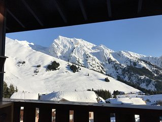 DUPLEX sud et ouest sur les pistes de ski et relie au domaine de La Clusaz