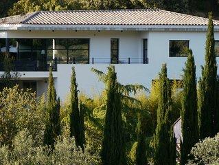 Villa chic et contemporaine au calme à proximité des plages mythiques de Bandol
