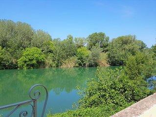 Maison face à la rivière -proche du pont du Gard, Uzes, Nimes, Avignon, Arles..