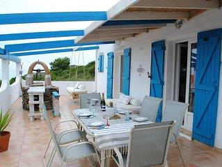 Villa pur style Mediterraneen.  Superbe vue a 100 metres des plages.