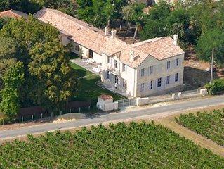 Château La Tour Blanche, au milieu des vignes et à 25 minutes des plages