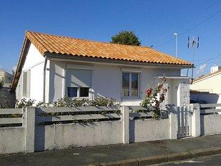 Maison deux chambres avec petit jardin entre la Rochelle et Ile de Re