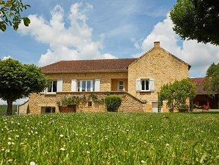 Belle maison en pierres avec ses grands espaces et vos vacances de rêve à Beynac