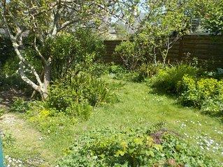studio Est  indépendant en  rez de jardin d'une maison